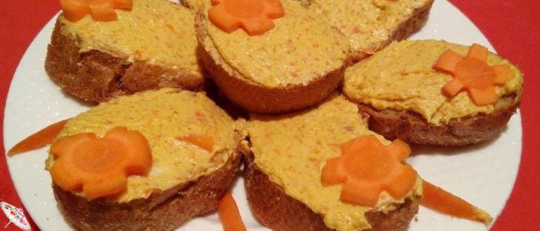 Ikra iz seledki i morkovi s plavlenym syrom