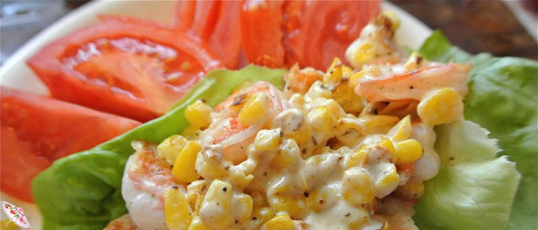 Salat s krevetkami i syrom