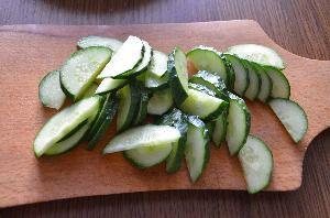 как приготовить салат из огурца и редиса
