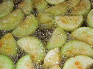 как приготовить жареные кабачки с заправкой из грецких орехов
