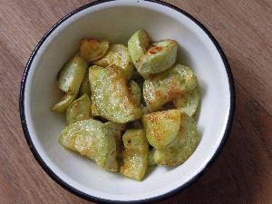 как сделать жареные кабачки с заправкой из грецких орехов