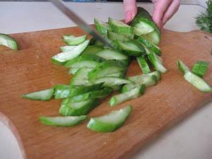как сделать салат из огурца и капусты