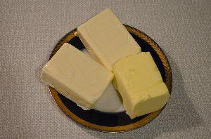 Подготовить плавленый сыр и сливочное масло