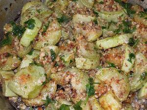 Рецепт приготовления жареных кабачков с заправкой из орехов и чеснока