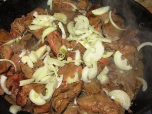 Ингредиенты для приготовления куриной печени тушеной в сметане