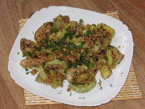 Ингредиенты для приготовления закуски из кабачков с заправкой из грецких орехов и чеснока