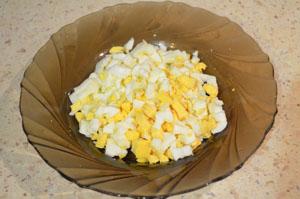 Ингредиенты для приготовления салата с курицей и зеленым горошком