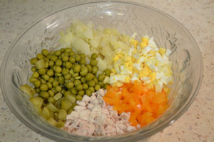 Рецепт приготовления салата с курицей и зеленым горошком