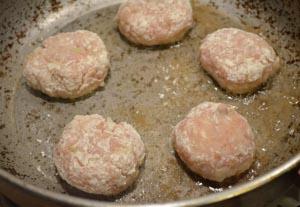 Рецепт приготовления тефтелей в томатном соусе
