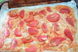 как сделать пиццу с фаршем и колбасой