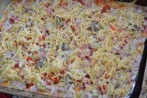 Рецепт приготовления пиццы с колбасой и фаршем