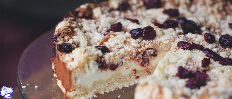 Песочный пирог Крошка с вишней и творогом