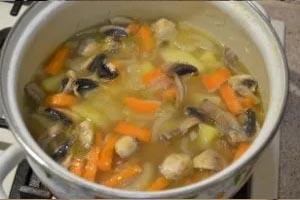 приготовление нежного супа пюре из овощей с горохом