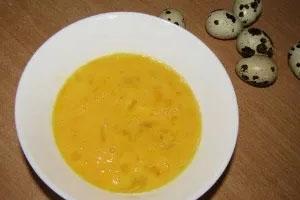 приготовление супа с вермишелью и перепелиными яйцами