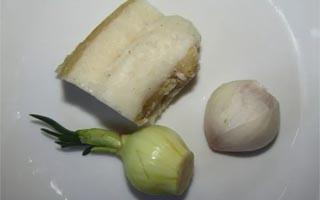 приготовление борща с заправкой из сала с луком