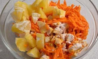 приготовление салата с курицей, апельсином и корейской морковью