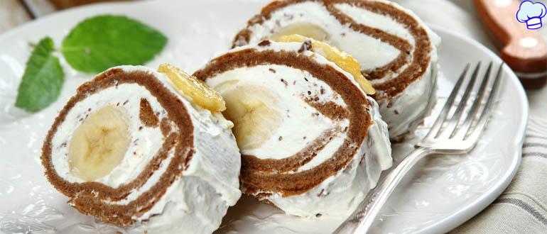 Рулет без выпечки из печенья, банана и творога