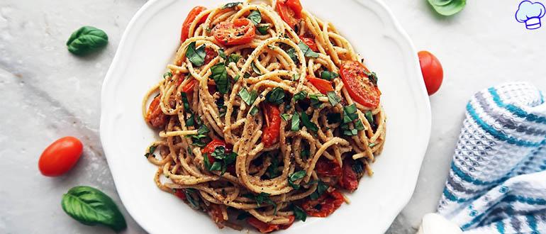 Паста со шпинатом и томатами